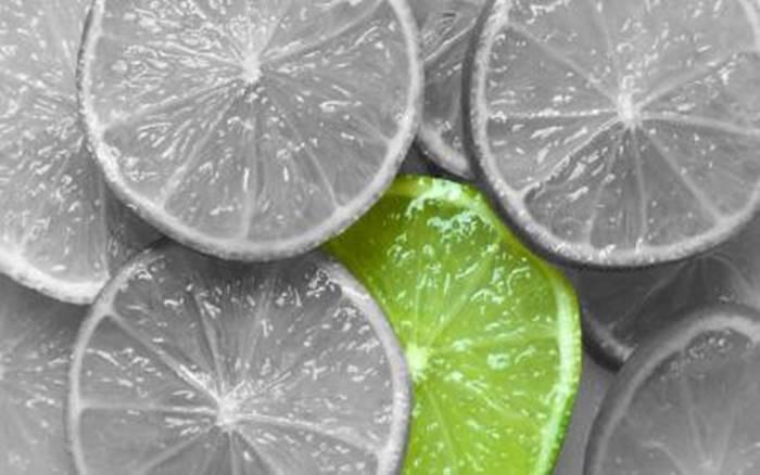 Limones-en-blanco-en-negro-y-uno-verde-807_400x220